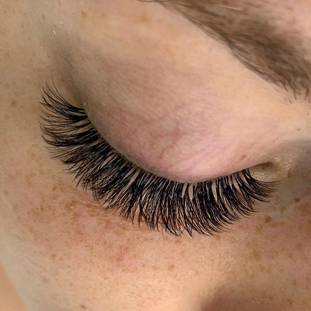 Sparse lashes? No problem! Volume lashes fill in and camouflage any gaps between natural lashes giving you a full and fluffy look!  #lashes #lashesminneapolis #minneapolislashes #volumelashes #fulllashes #darklashes #lashfans #volumefans #beauty #minneapolisbeauty #minnesotalashes #minnesotabride #bridal #lashbox #lashtech #lashboss