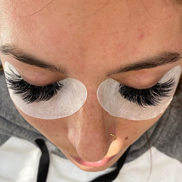 Had to share...do you think this is: A) after a full set  B) after a 2 week fill C) before a 2 week fill D) before a 3 week fill • • • • • 💁🏼♀️ #lashes #eyelashes #lashextensions #minneapolislashes #minnesotalashes #lashtech #lashretention #fulllashes #bridallashes #minnesotabride #lashlove #lovemyjob #lashboss #nofilter #noedit