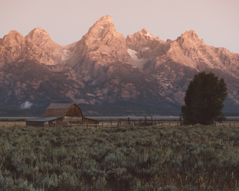 Google can't tell how beautiful this photo of the Tetons is. It can only read the picture's file name and alt tag.
