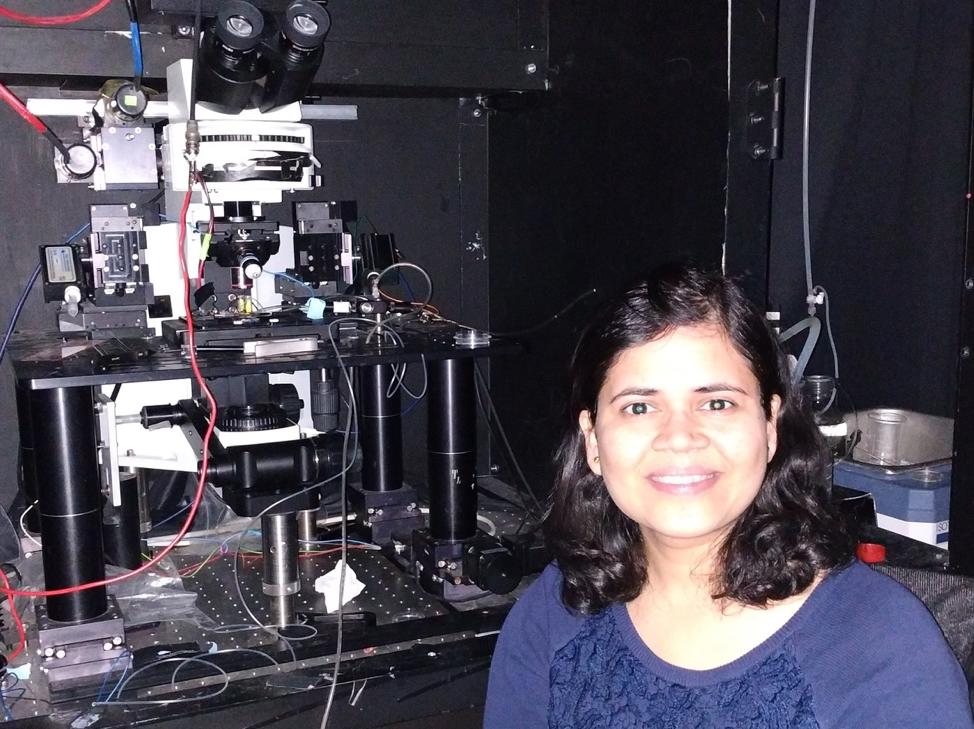 Dr. Varsha Jain while working in Dr. Awatramani's lab in the Biology department at UVic. Photo Courtesy: Varsha Jain.