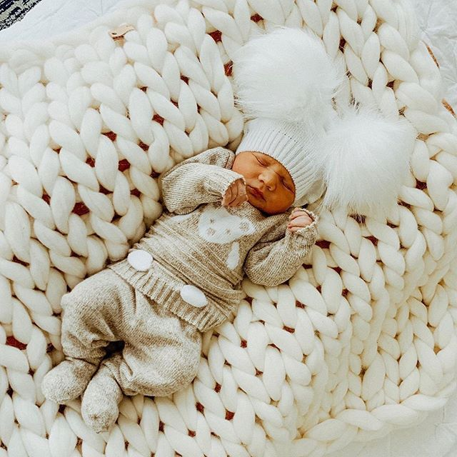 Oh my goodness can you get over the sweetness?  Our new white baby blanket is in stock right now!!! Thank you so much for the adorable picture @withlovenatalya.  #merinowoolbabyblanket #chuckyknitblanket #merinobaby #babyfever #babyshower #fineyarns
