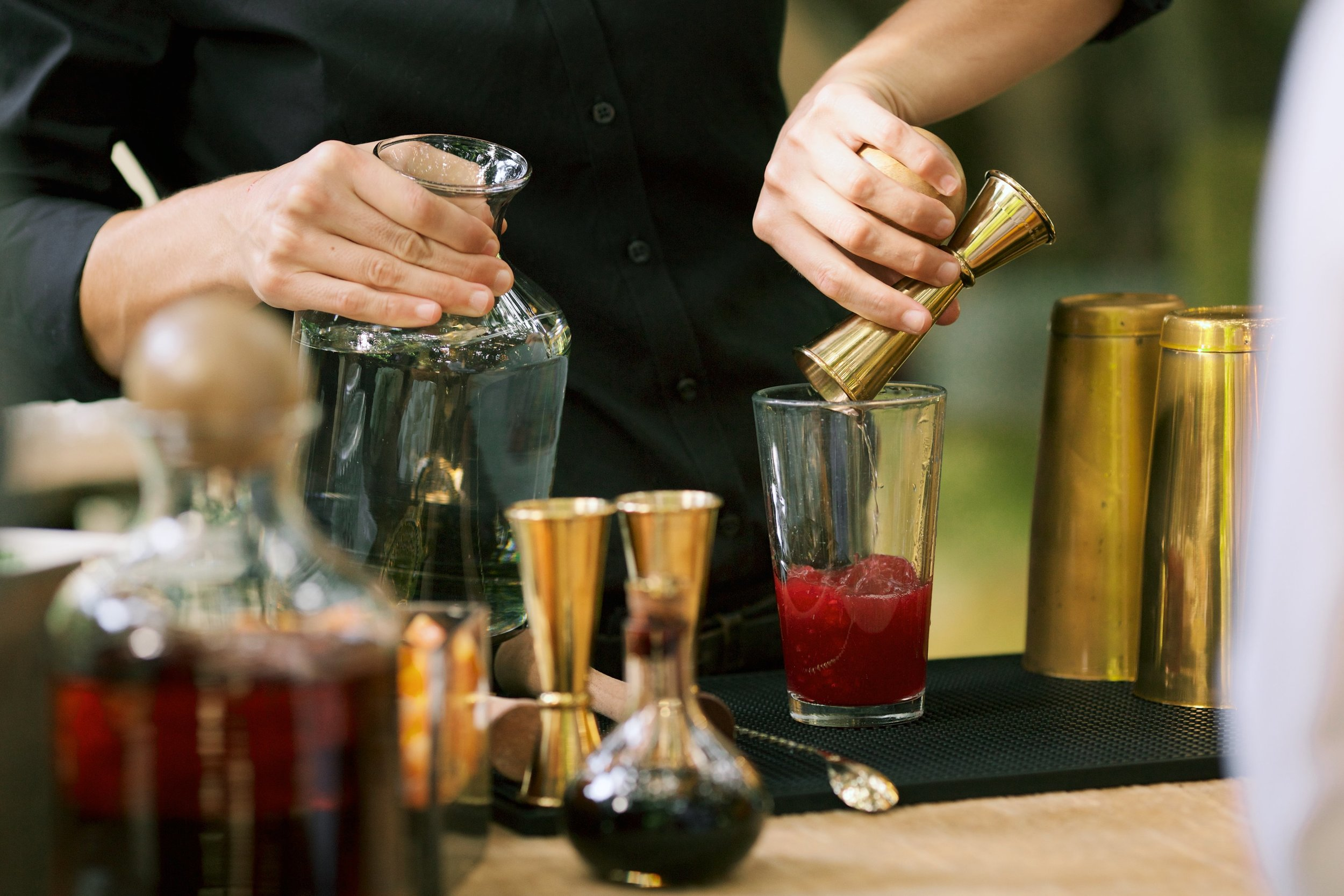 maui-cocktail-catering-pour-bar.jpg