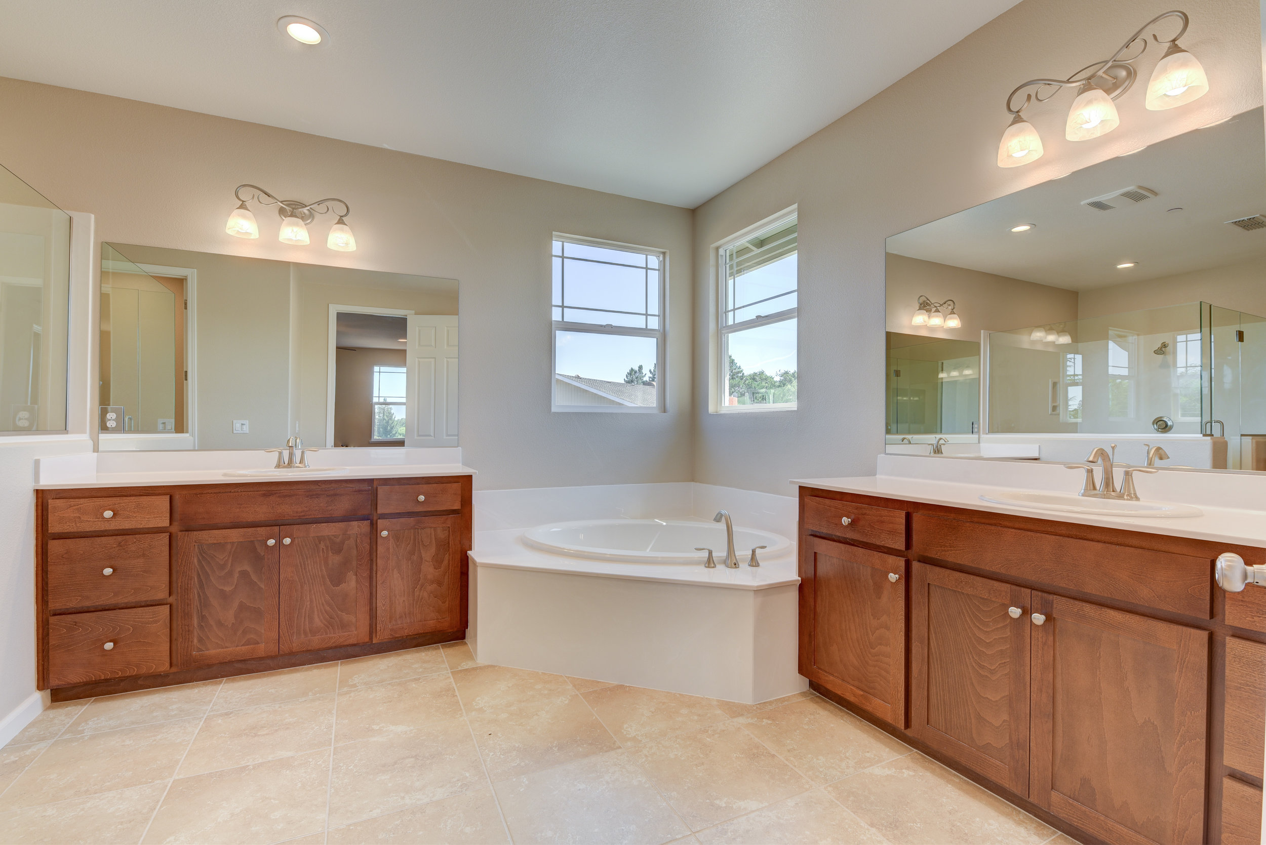 3882_callie_ct_MLS40768486_HID1146939_ROOMmasterbathroom.jpg