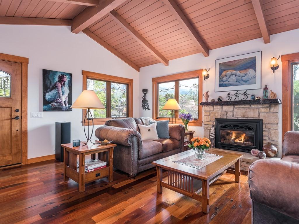 021_21-Living Room.jpg