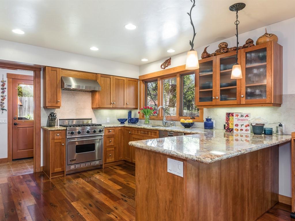 025_25-Kitchen.jpg