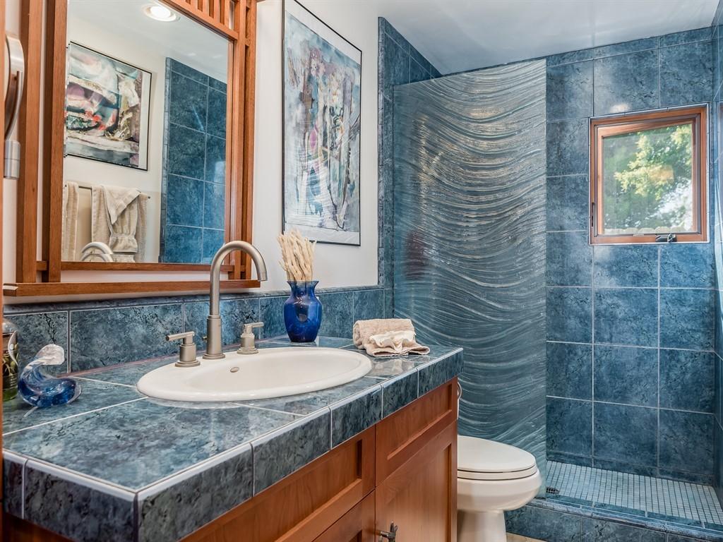 036_36-Bathroom 2.jpg