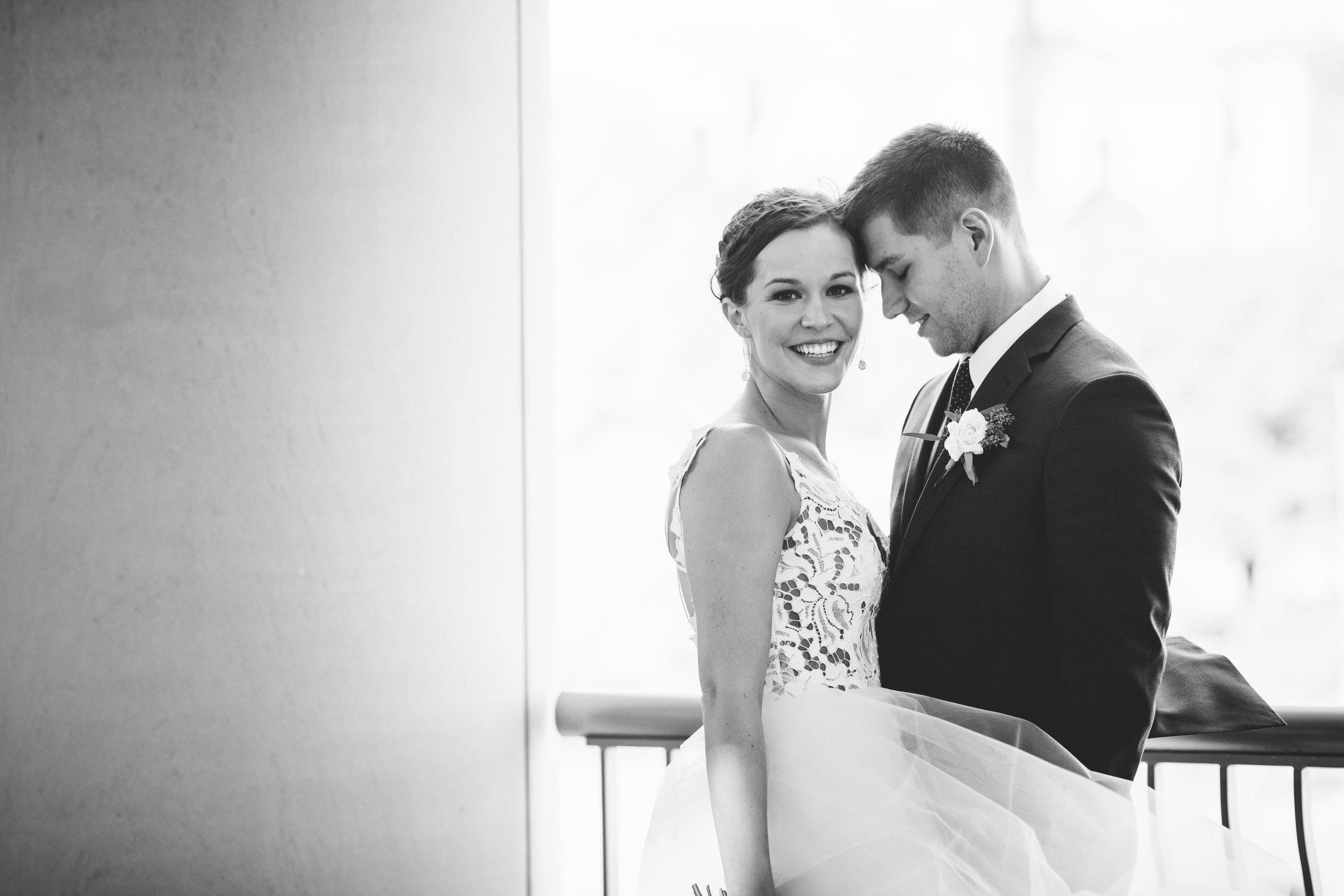 2star_des-moines-wedding-sadie-derek-22.jpg