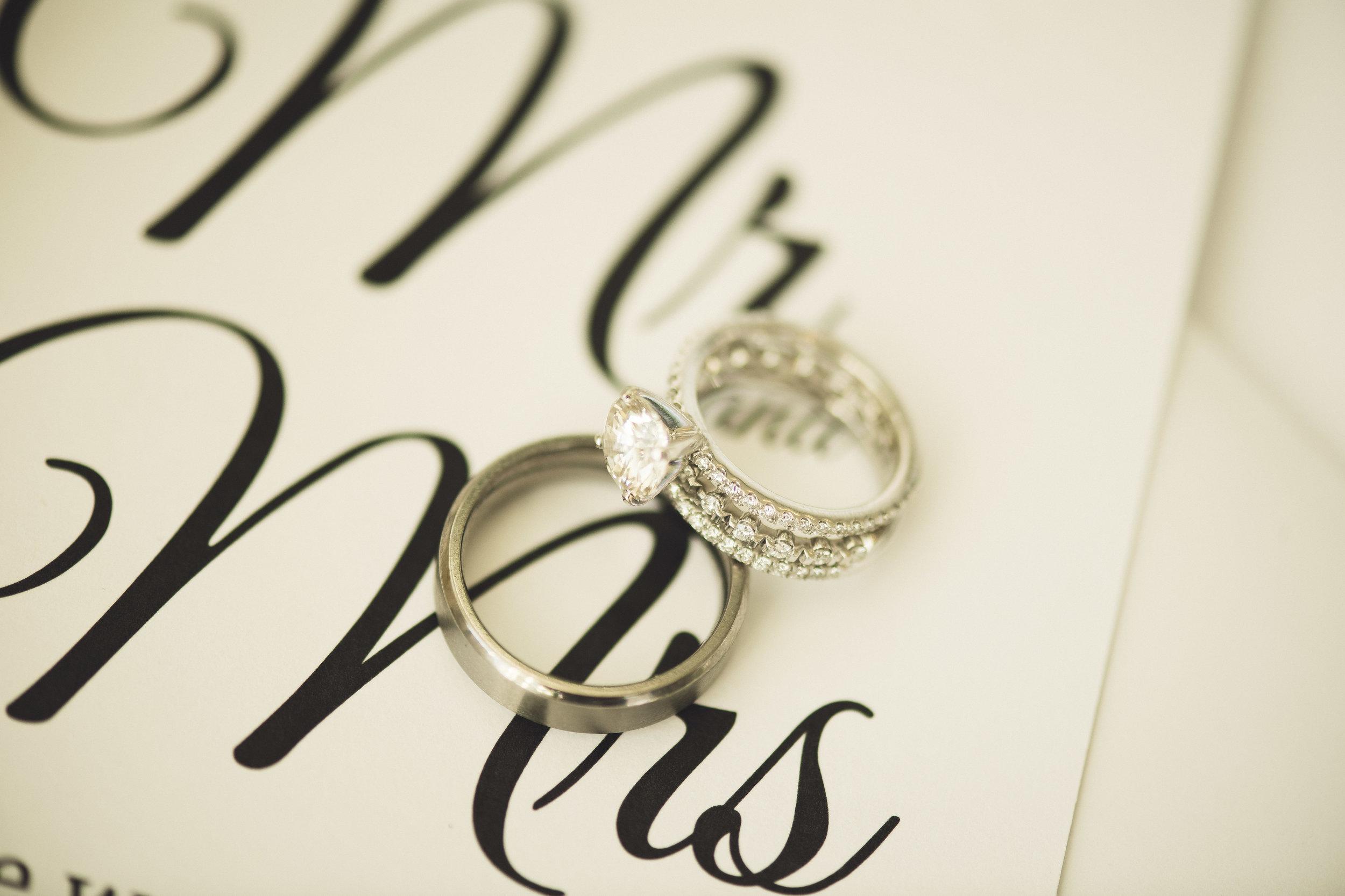 2star_des-moines-wedding-sadie-derek-35.jpg