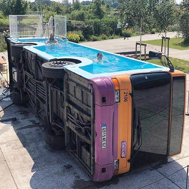 You don't see this everyday....#bus #swimmingpool by @studiobenedetto #art