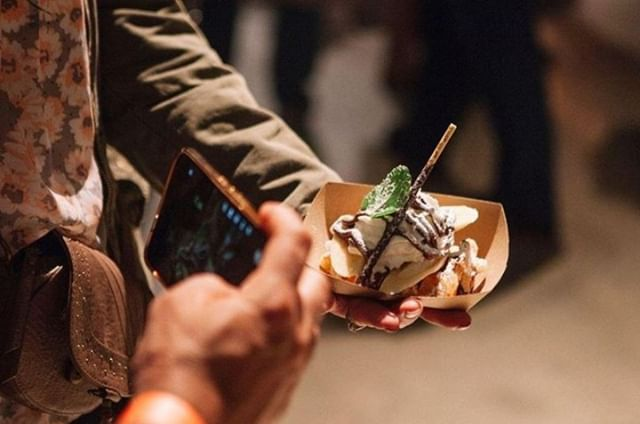 Tonight our friends at @midnightmarketevents will be at @harborsideJC! Come along with friends and enjoy access to an abundance of food vendors and drink specials from $5-$8! ⁣ .⁣ .⁣ .⁣ .⁣ .⁣ .⁣ .⁣ #foodporn #tryitordiet #eeeeeats #nyceats #eatingfortheinsta #foodie #njphotographer #njfood #njeats #90s #nycfood #jerseycity #jcmakeityours #harborsidejc #JCevents⁣