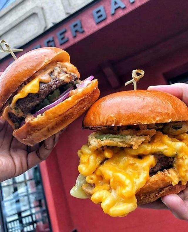 On #NationalBurgerDay you know where to celebrate…@lb_burgerbar at @HarborsideJC 😋🍔 . . . . . #burgersbae #burgeraddict #burgerheaven #burgerday #burgerweek #bestburgers #burgersofinstagram #JCEats #harborside #HarborsideJC #eeeeats #burgerbar #foodies 