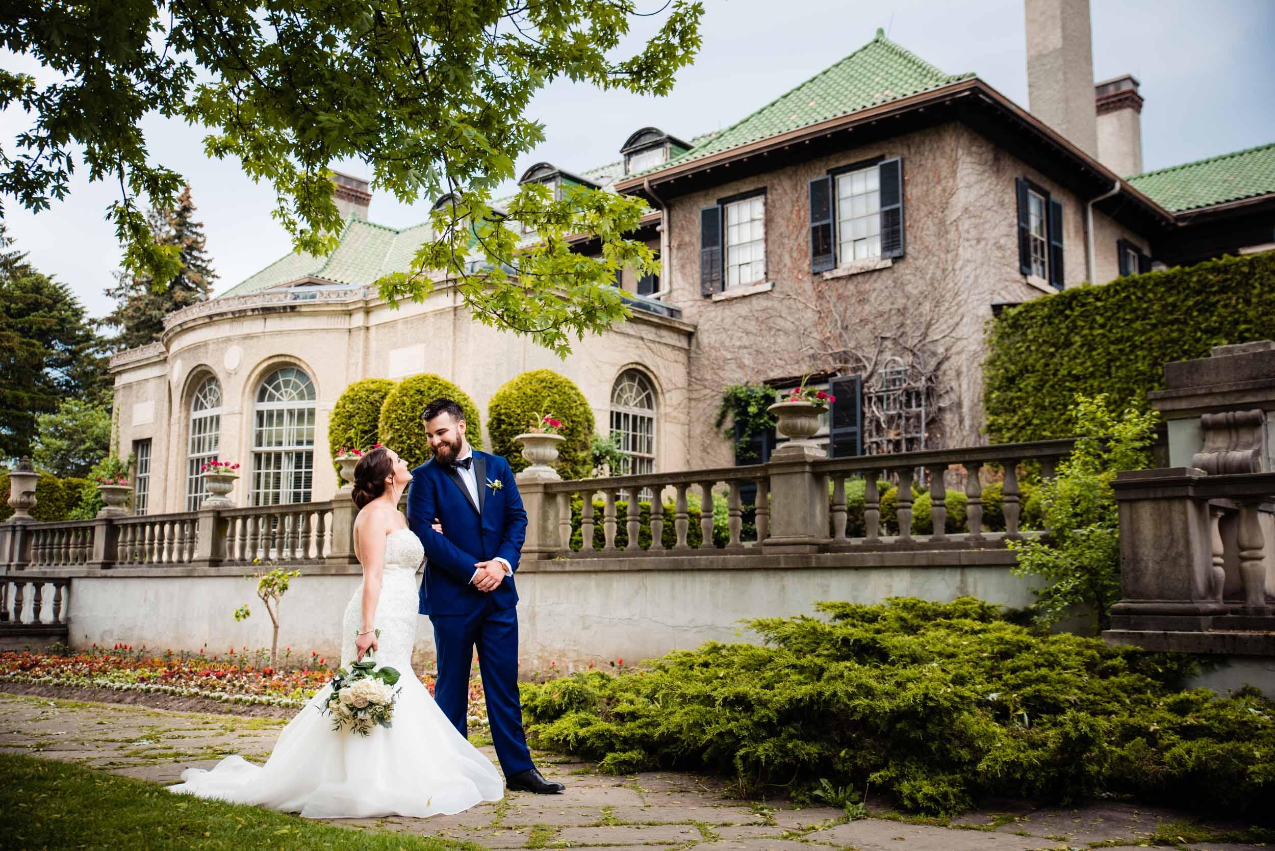 toronto-london-ontario-wedding-photographer-parkwood-estate-back.jpg