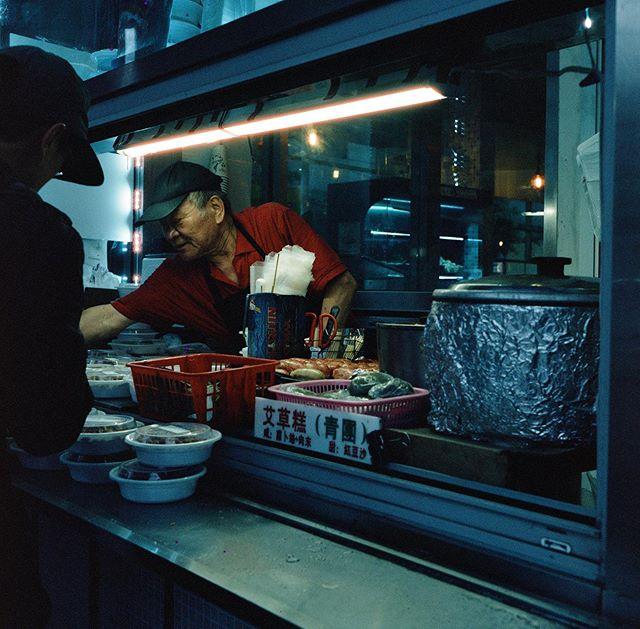Main Street, Flushing, New York City, 2019 • • • • • • #120mm #35mm #photography #filmphotography #film #streetphotography #lensculture #rolleiflex #rollei #mediumformat #analog #analogphotography #blackandwhite #ektar100 #portra400 #cinestill #kodak #madewithkodak #losangeles #dtla #portrait #portraiture #newyork #nyc #manhattan #brooklyn #jacksonheights #latino #latinoamerica #newwork