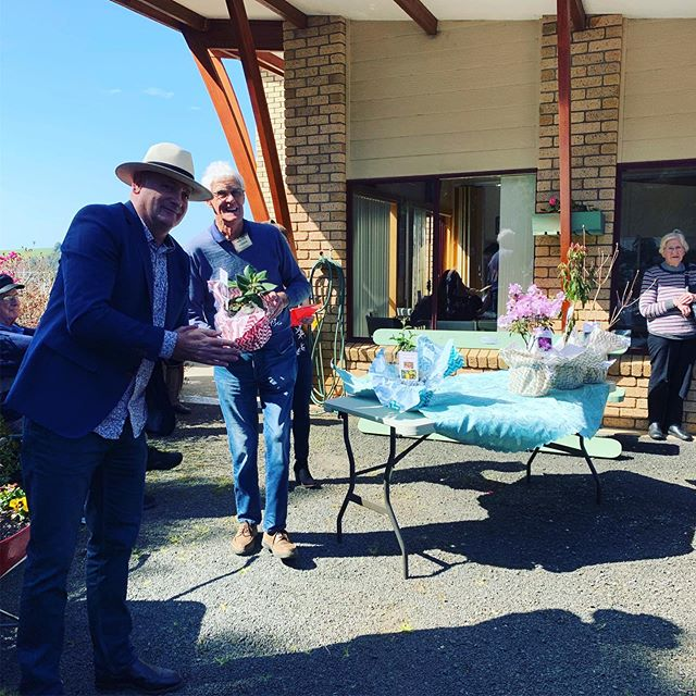 @andrewdebomford_harcourts in action at our rare plant auction today!! Thank you for donating your time Andrew #auction #auctioneer #harcourtsburnie #plantauction #fundraising #openday #emuvalley #emuvalleyrhododendrongarden #burnie #tassiespring