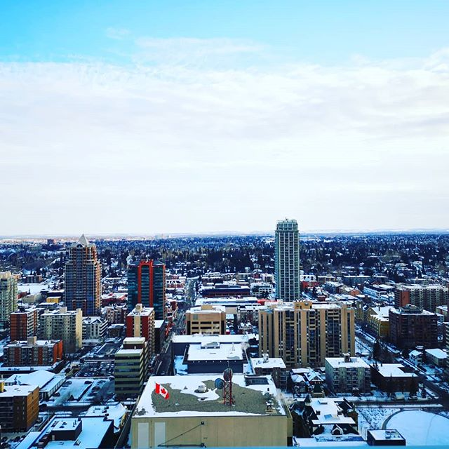 How would you like to look at this view everyday? . . . #yyc #yycliving #winter #canadianwinter #rooftopterrace #rooftop #snow #view #markon10th