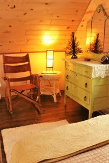 Homey accents throughout the tree house will help you feel relaxed, comfortable and refreshed during your stay.