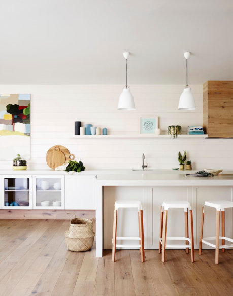 A gorgeous kitchen featuring one of our fave interior colours, Dulux Natural White. Image: Dulux Inspiration Gallery