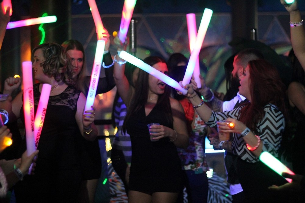 led_glow_sticks-led-glow-foam-sticks__46927.1518111038.1000.1200.jpg