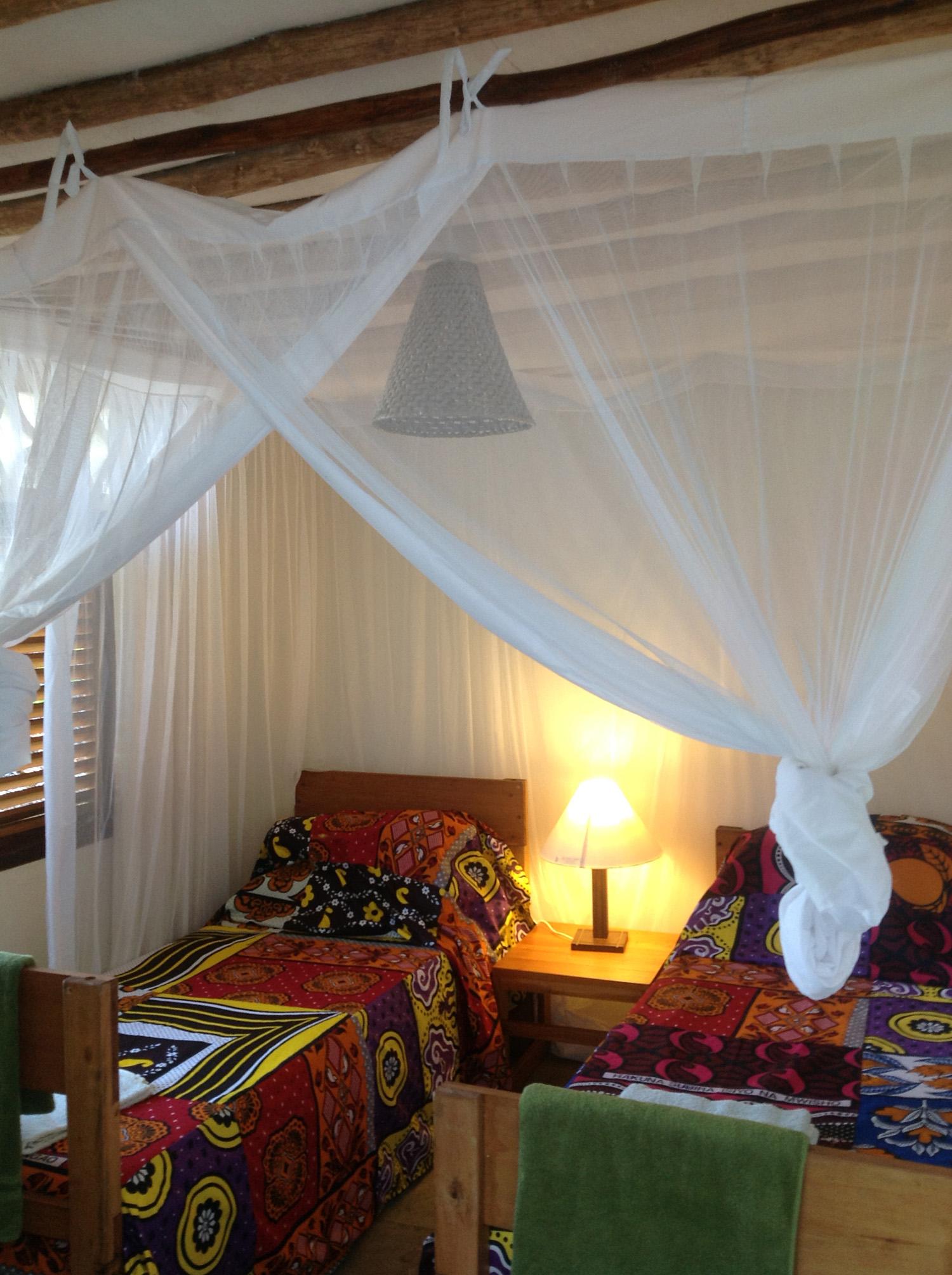 Pweza, twin beds