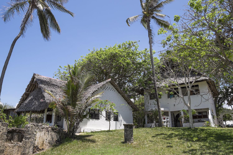 Badu, Pweza and the Old Slave Ruins