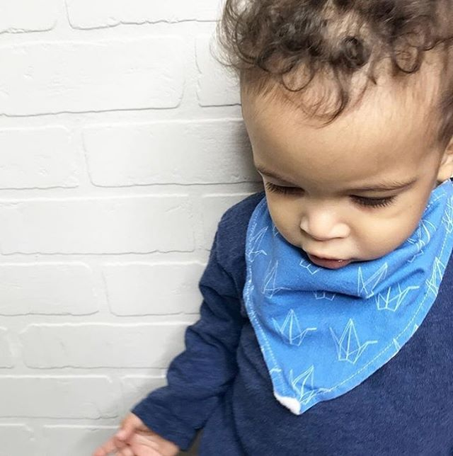 #tbthursday to when my babe was wee and I was all in with my apparel line. This pic still gives me all the feels, for reasons beyond how cute X looks and little he was.  Feelings of accomplishment for having a vision and seeing it through. Feelings of joy that that bib was North American made through and through (printed in USA, sewn here by @freoncollective, labels made here by @lavenlabels and the print drawn by me!  Running a clothing biz that is Canadian made is a huge deal - not only because it supports local talent but because it is SO dam expensive.  The industry felt the blow when giant @olliejonesclothing decided to close their doors last fall. They were legends in Canadian clothing and the founder spoke candidly about her struggles.  So today I'm feeling misty eyed when I think of what it took to create this line, and all the other women entrepreneurs who pour their blood, sweat and dollars into creating clothing and apparel brands that are Canadian run.  So the next time you see a big price tag on something Canadian made please know that likely they are making a VERY small portion on it and that they are doing their best to give you fair prices and highest quality for you and your family.  Tell me who are some of your fav Canadian brands tag them below 👇🏻 #canadianfashion #kidsapparel #madeincanada #canadianmade #canadiandesign #ethicallysourced #ethicallymade #a2ddesigns #daniellelewisdesigns