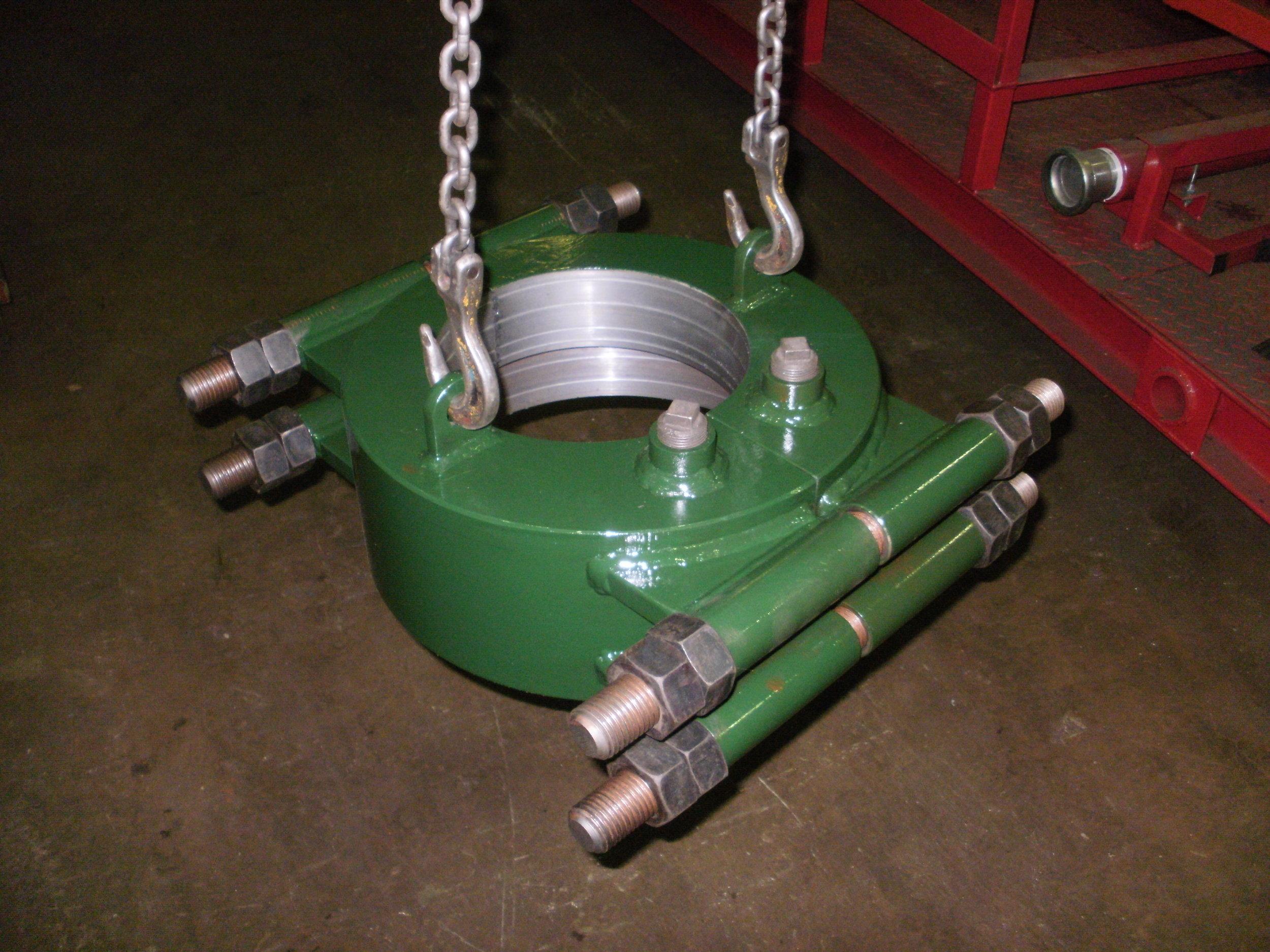 Oilfield casing clamp