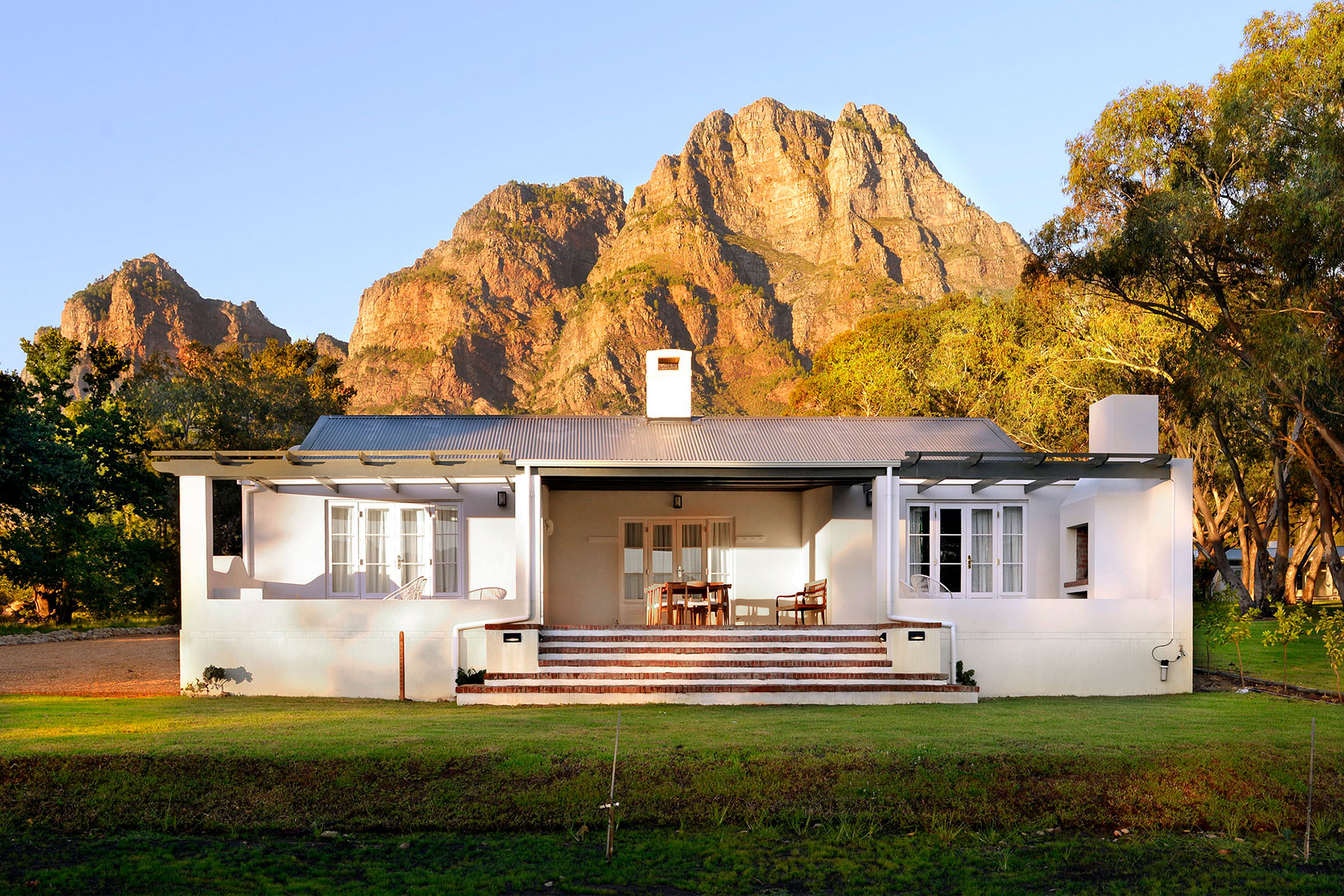8.-BOSCHENDAL-FARM---Orchard-Cottages---4-bedroom-cottage.jpg