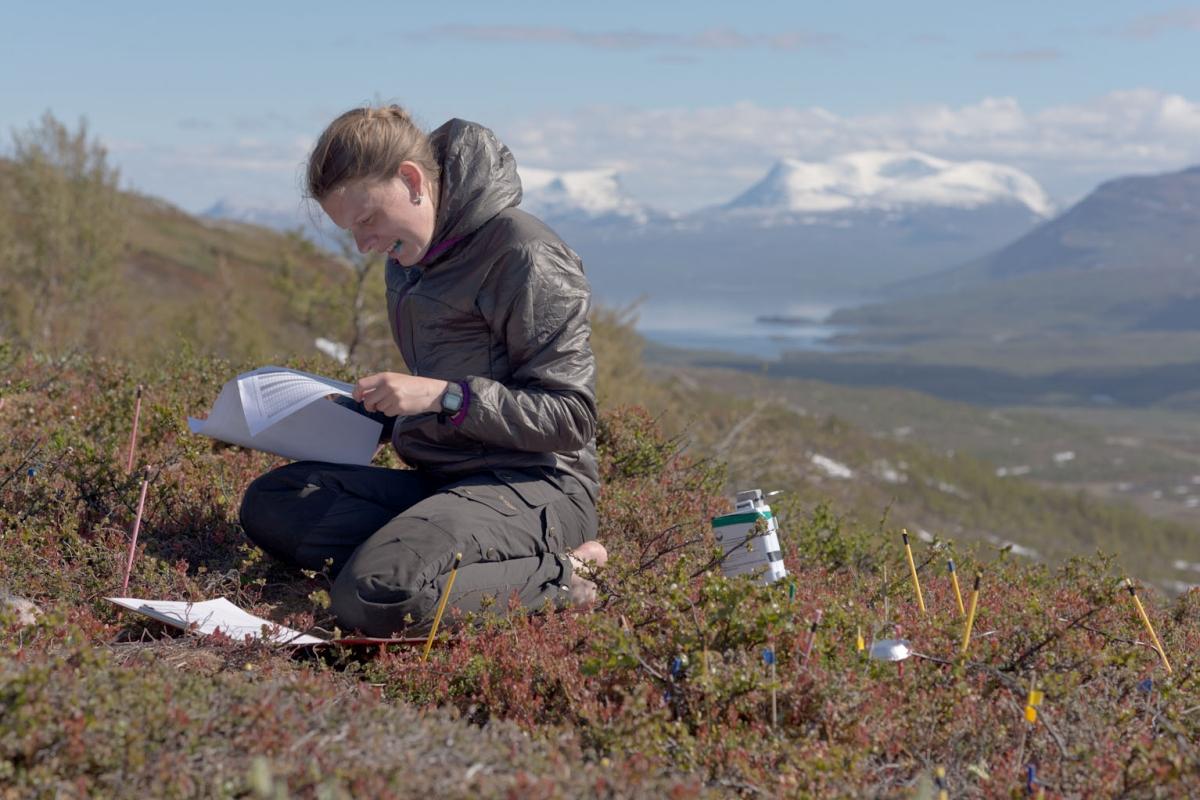 Signe Lett doing field work Iva van Krunkelsven.jpg