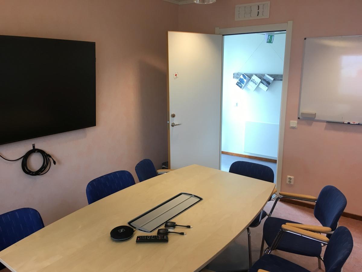 CIRC Meeting Room Photo 3 1200x900.jpg