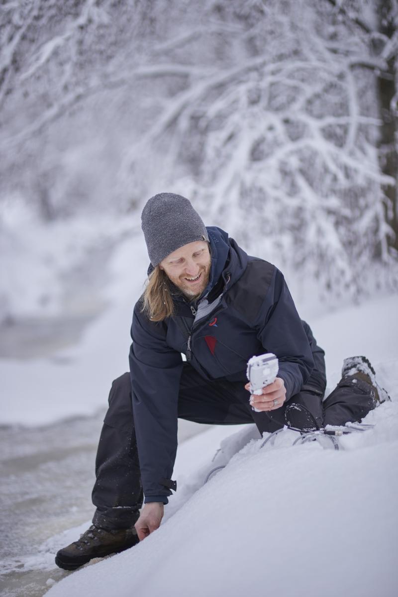 Jan Karlsson water sampling 800x1200.jpg