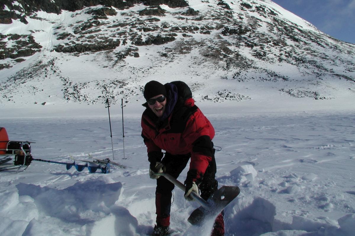 Jan Karlsson digging snow 1200x800.jpg