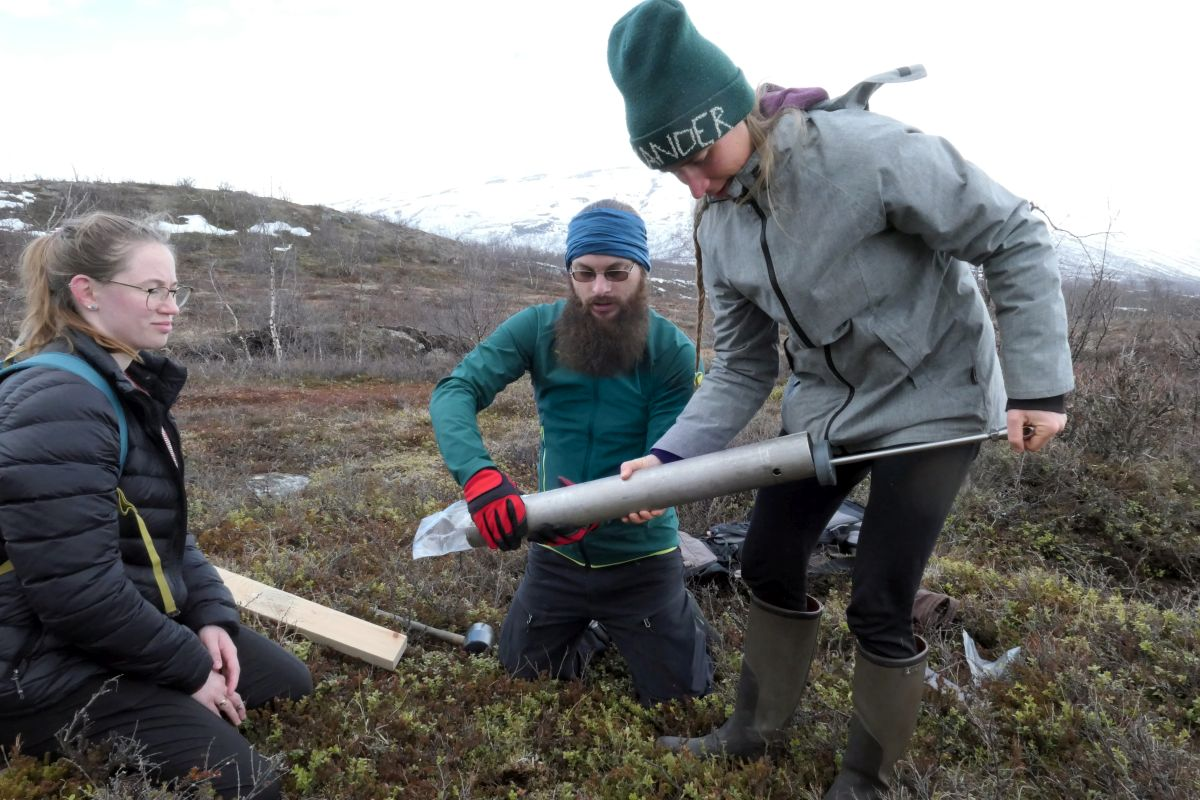 3_SoilSampling ResearchStation 14May2019 by Joelle 1200x800px 72dpi.jpg