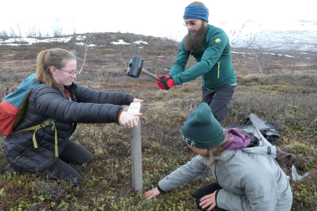 SoilSampling ReseaechStation 14May2019 by Joelle 1200x800px 72dpi.jpg