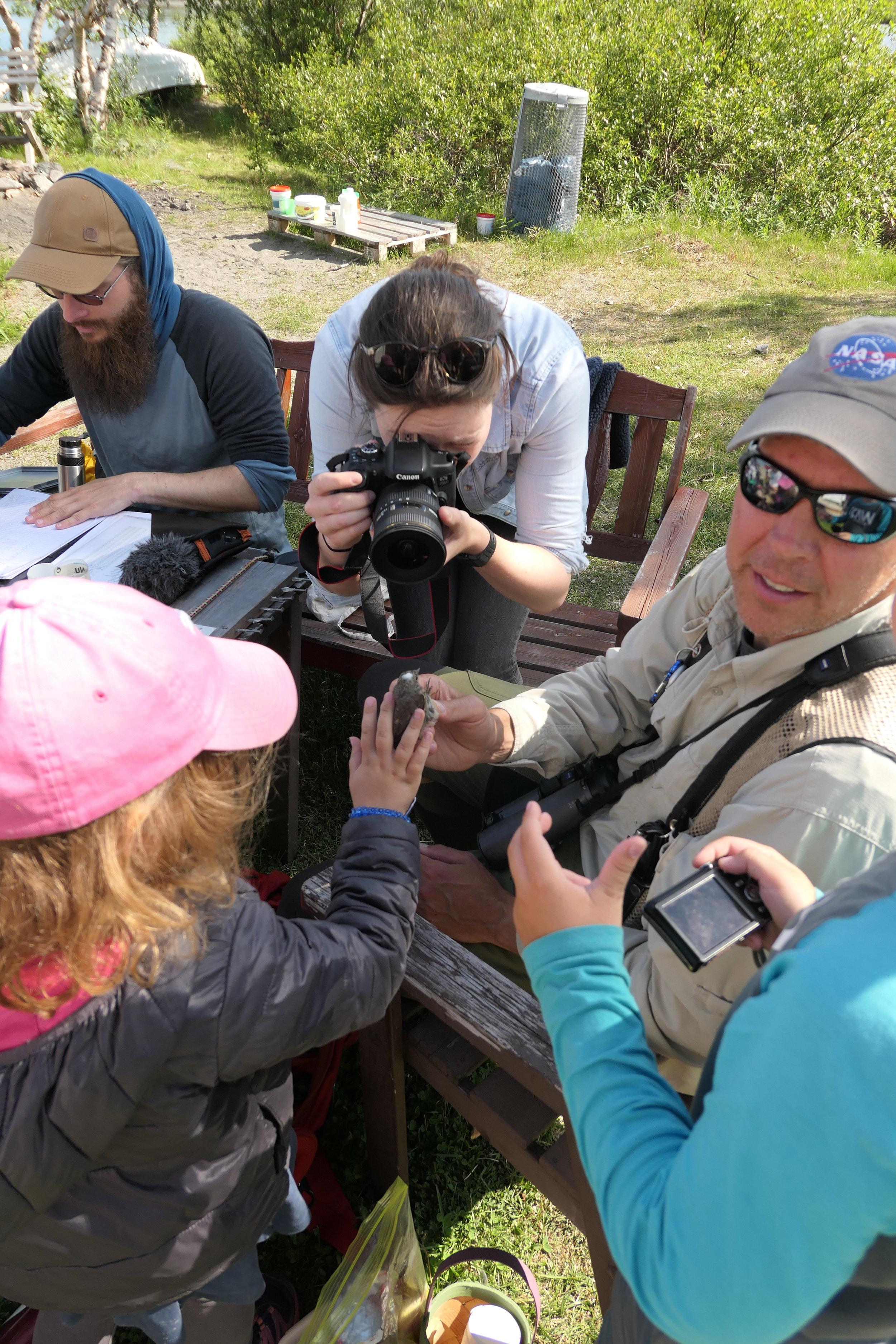 Visitors at bird ringing, Photo by Joëlle Winnemöller
