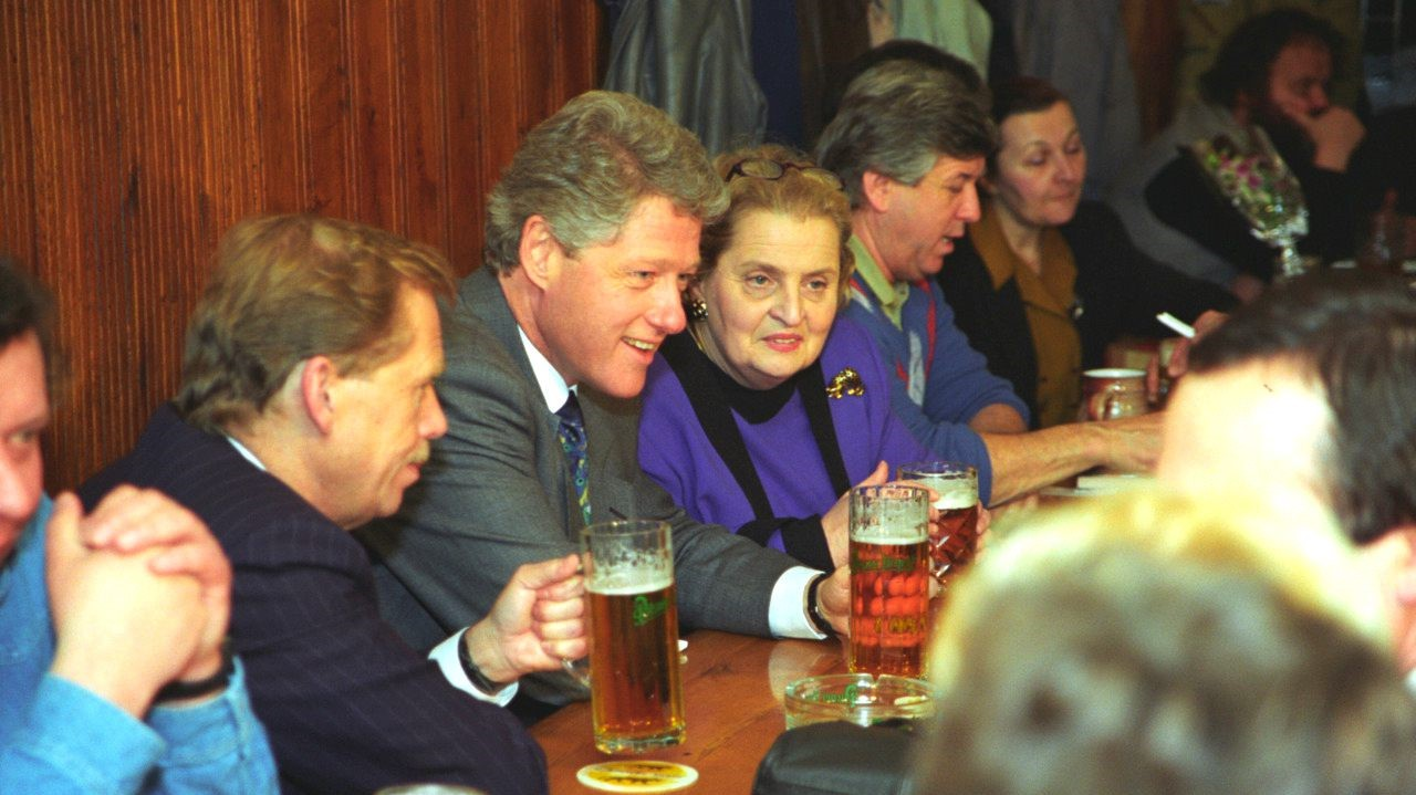 Havel is to Clinton's immediate right; Madeleine Albright (herself Czech) is to his left.