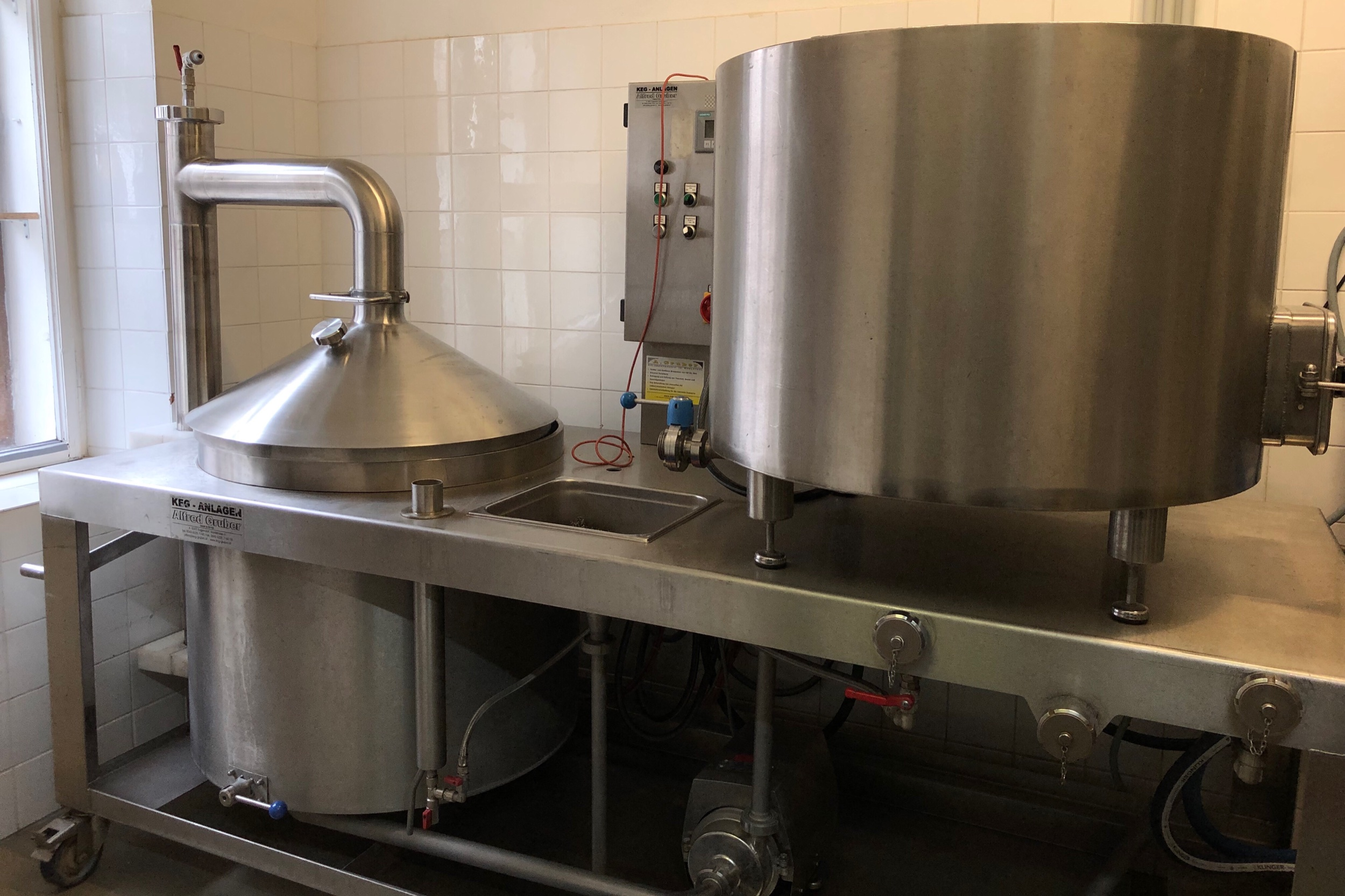 Xaver Brewing's miniature 2-hectoliter system. They have equally charming mini-horizontal tanks.