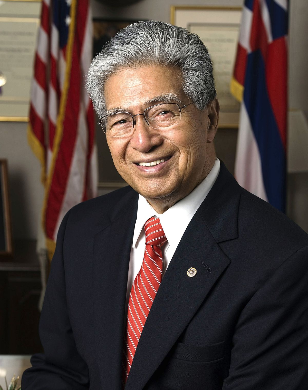 1200px-Daniel_Akaka_official_photo.jpg