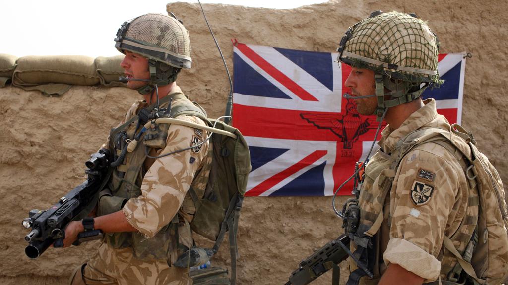 afghan400_troops_flag_g_w.jpg