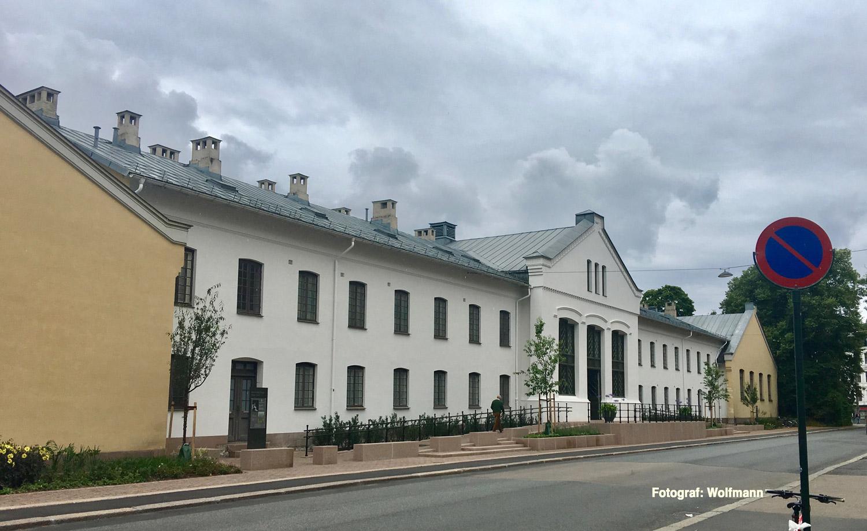 Oslo-slottet-Dronning_Sonja_KunstStall,_Parkveien,_Oslo,_Norway_2017-07-30_b.jpg