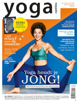 YOGA MAGAZINE NL - APRIL 2018 2 full page spread image of Shift sound bath with article on sound healing trend