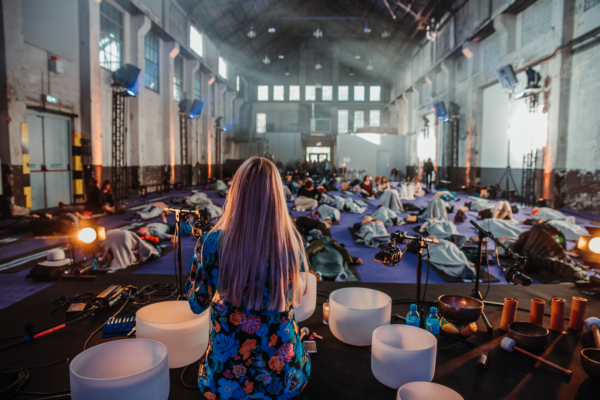 Mass sound meditation at the Happinez Festival 2019
