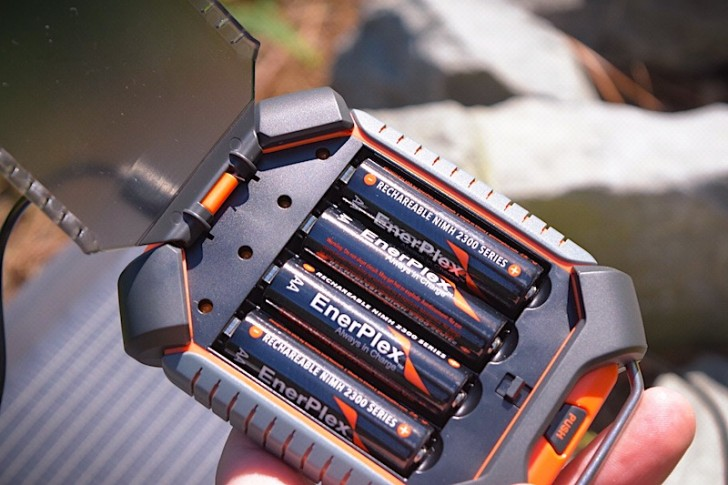 enerplex-kickr-iv-solar-charger-04-728x485.jpg