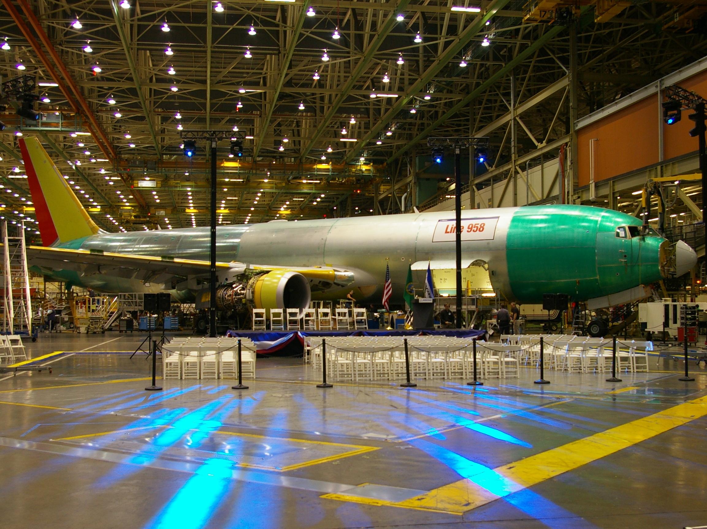 Boeing_767_Everett,_Washington_production_line.jpg