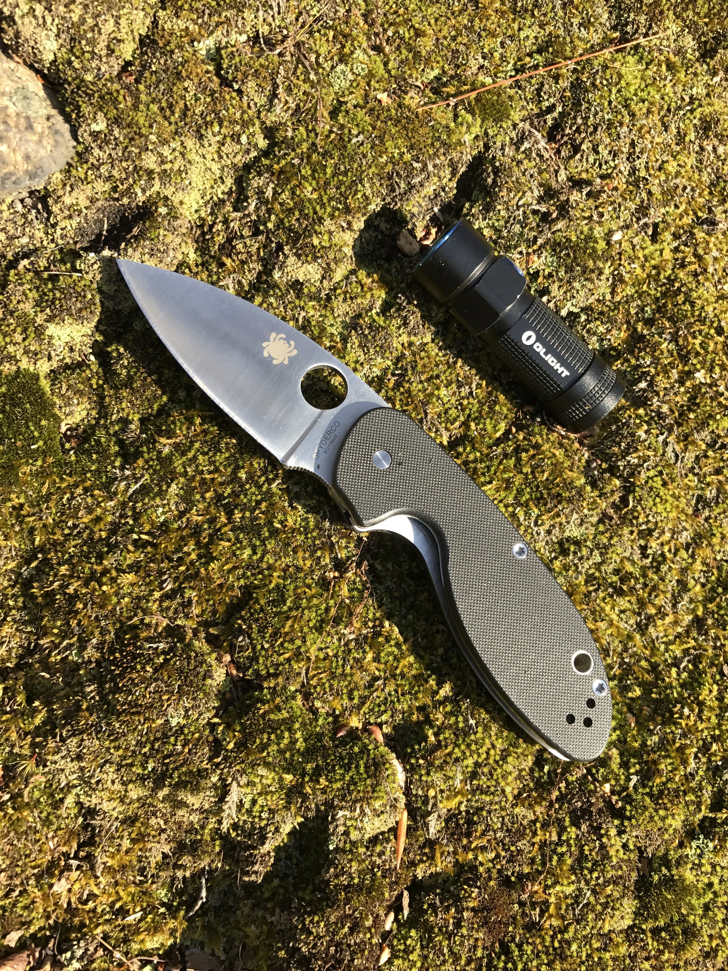 Spyderco Efficient  and  OLight S1R