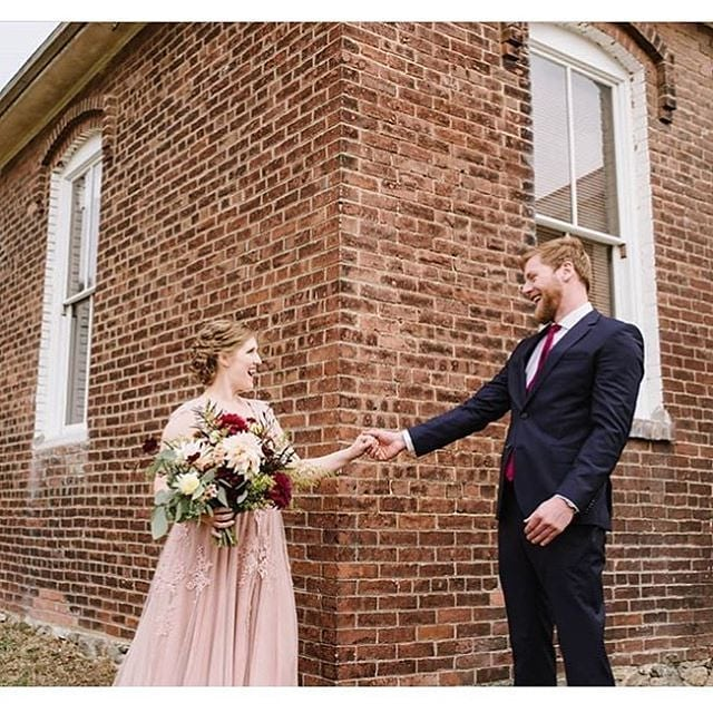 ✨ @sweetseedflowers and @fortworden serving up Olympic Peninsula wedding magic ✨ // 📷@janegphoto #weddingsacrossthesound #sweetseedflowerfarm #fortworden #porttownsend #bridalbouquet #pnwwedding