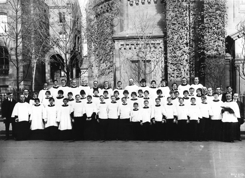 HTB+with+St.+George's+Choir+1914-1915+.jpg