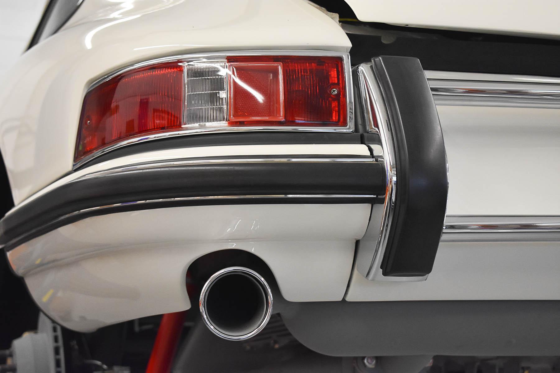 Porsche electrical tail light.JPG
