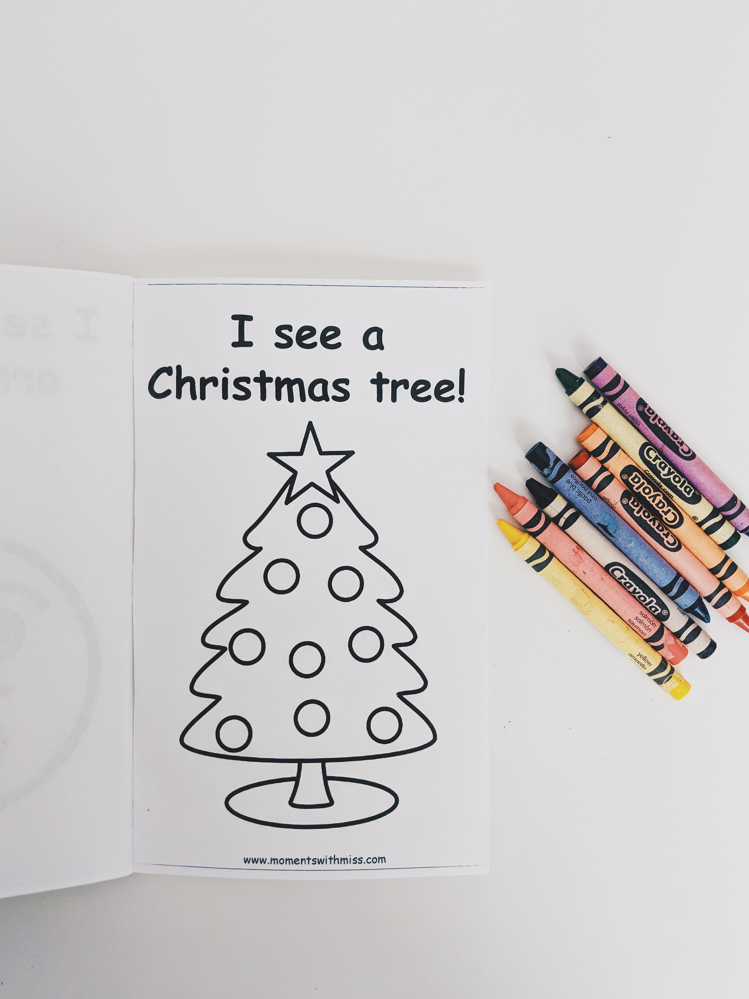 I See Ornaments Christmas Easy Reader Free Printable Mini Book www.momentswithmiss.com.jpg