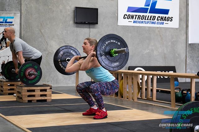 @lindamareeb has been working hard on her technique and strength to get ready for the @irontribeweightlifting vs Controlled Chaos Weightlifting competition coming up. . #controlledchaos #chaosathlete #teamchaos #comp #olympicweightlifting #weightlifting #training #pr #pb #lifting #heavy #snatch #clean #jerk #squat #squats #strong #strength #fun #team #gym #coburg #melbourne #gym #train #power #competition