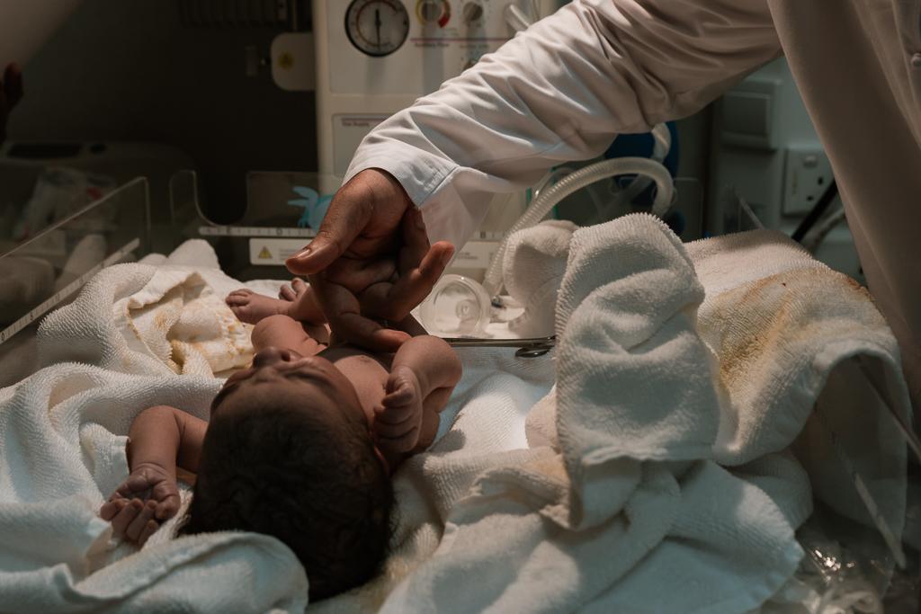 Lana-Photographs-Dubai-Birth-Photographer-35.jpg